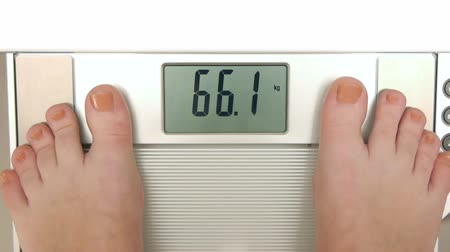 perda de peso : HD - Woman on weight scales