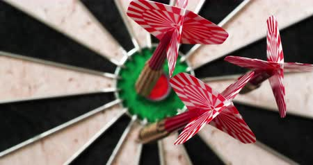 dárda : 4K - Dart hits the bullseye. Dartboard defocused view Stock mozgókép