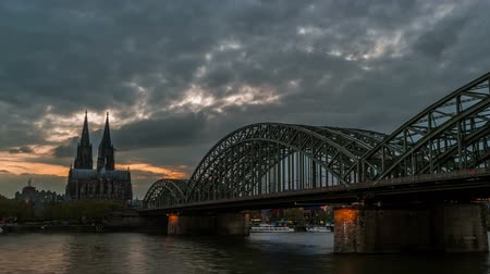 kolínská voda : Sunset timelapse of Cologne Cathedral and Hohenzollern Bridge,