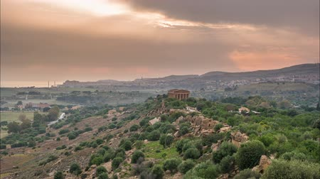 szicília : Sunset timelapse of Valley of temples in Agrigento in Sicily