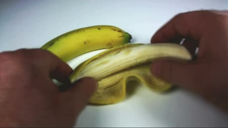 muz : Opening of banana with audio Stok Video