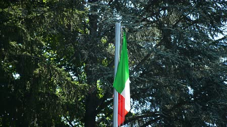 üç renkli : Flag of Italy waving on the wind in Alba