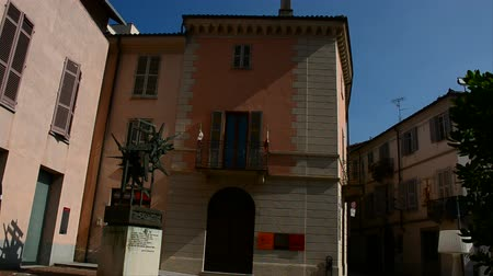 piemonte : Alba (Cuneo), Italy - 3 june, 2017: View from the square of house of Beppe Fenoglio in Alba. Piemonte region, North-western Italy. Vídeos
