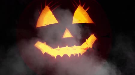 questão : Creepy Halloween pumpkin lantern background Stock Footage