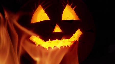 vytesaný : Creepy Halloween pumpkin lantern background Dostupné videozáznamy