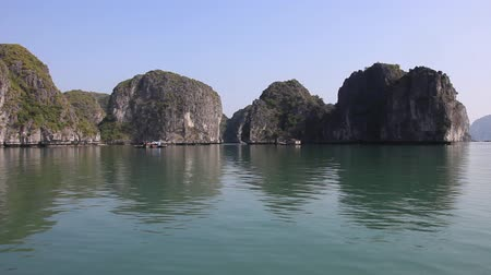 north vietnam : Sailing with local boat in Ha Long Bay, North Vietnam