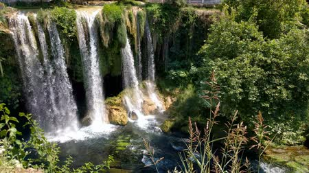 View of the waterfall Upper Duden in the city of Antalya. Vídeos