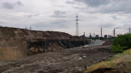 demirli : view of the slag heaps near the steel factory. Stok Video
