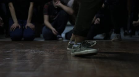 romsvetnik : A street dancer in marsh-colored sneakers participates in a dance competition in the style of hip-hop. Stock Footage