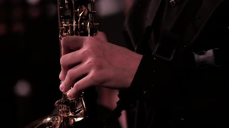 sassofono : Close-up. A mans hand in a black suit on a saxophone. Footage on a musical theme. Filmati Stock
