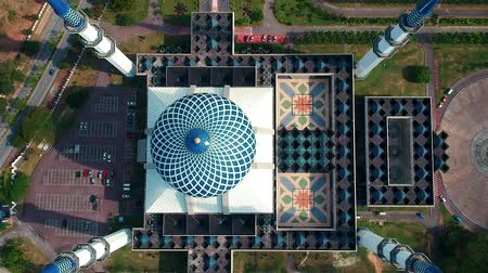 abdul : Bird eyes view footage of Sultan Salahuddin Abdul Aziz Shah Mosque in Selangor, Malaysia. Stock Footage