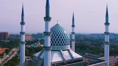 abdul : Aerial footage of Sultan Salahuddin Abdul Aziz Shah Mosque in Selangor, Malaysia. Once of Selangors landmarks.