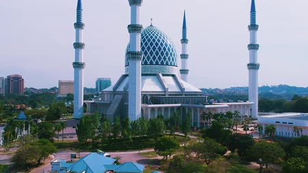 abdul : Sultan Salahuddin Abdul Aziz Shah Mosque in Selangor, Malaysia. Once of Selangors landmarks. Stock Footage