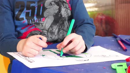 kisbaba : Child draw a paint