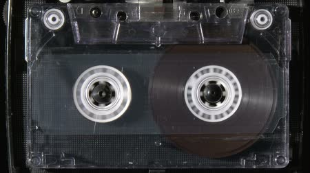 cassette : Audio cassette starts playing