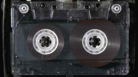 лента : Audio cassette rewind or fastfoward from beginning to end