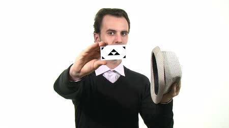 маг : Magician pulling a business card out of a hat  Стоковые видеозаписи