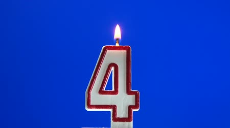 darbe : Number 4 - four birthday candle burning - blow out at the end Stok Video