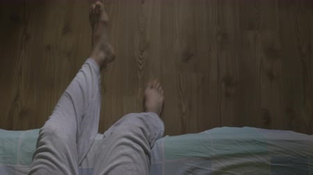 esneme : High angle view of a handsome man getting out of bed Stok Video