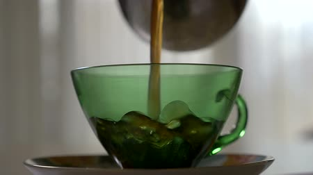 kahve molası : Pouring hot coffee in a transparent cup in the morning in slow motion