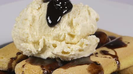 vanilya : Pouring delicious chocolate syrup over ladyfinger biscuits and ice-cream