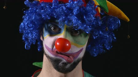 комедия : Close-up of young hilarious clown making funny faces