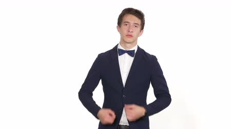 züppe : Young man with arrogant expression against white background Stok Video