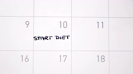 organizatör : Animation writing start diet marking the day in calendar with black ink
