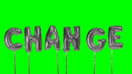 camsı : Word change from helium silver balloon letters floating on green screen Stok Video