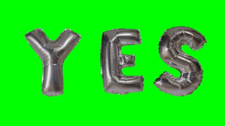 soletrar : Word yes from helium silver balloon letters floating on green screen Vídeos
