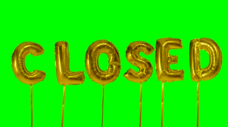 kapalı : Word closed from helium golden balloon letters floating on green screen Stok Video