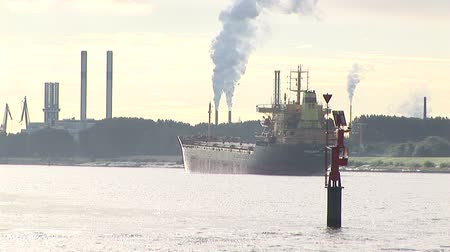venkovský : Bulk carrier underway in waterway with refineries in background
