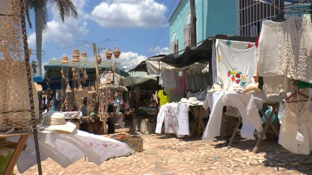 kuba : Souvenir shops on streets of Trinidad, Cuba Stock mozgókép