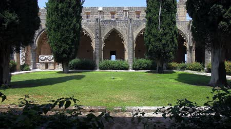 к северу : Bellapais Abbey of Premonstratensian order (13th c.), Kyrenia