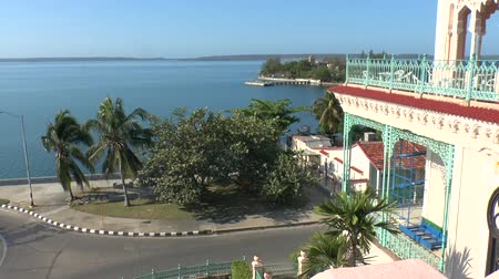 kuba : View on Cienfuegos bay with Palacio de Valle, Cuba Stock mozgókép