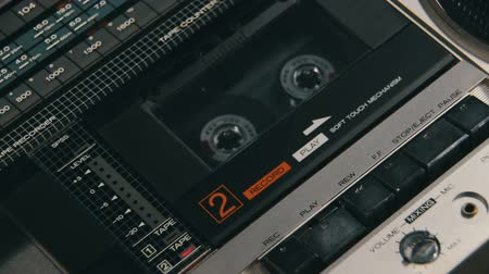 oynamak : Insert Audio Cassettes into the Tape Player and Pushing Play, Stop Buttons