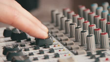смешивание : Working with Sound Mixing Console