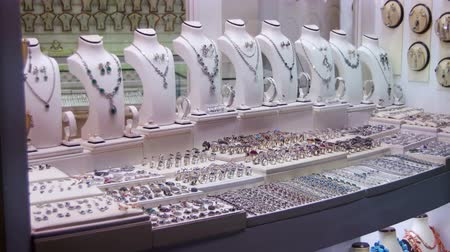 naszyjnik : Showcase Store Jeweler Ornaments.