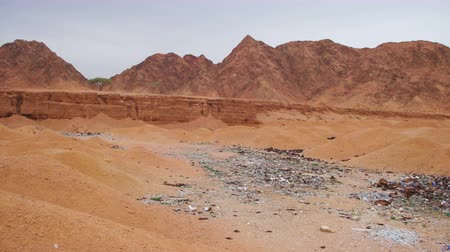 evidência : Garbage in the Desert of Egypt