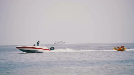 csőrendszer : Bumper Tube Ride behind the Boat on Red Sea. Slow Motion