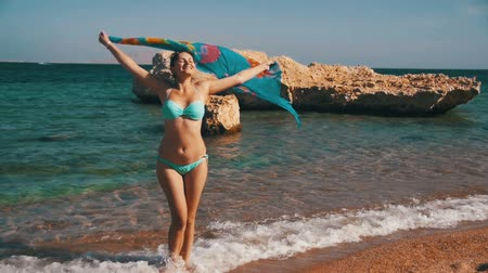 confiança : Happy Girl with Scarf Walking on the Summer Beach in Red Sea. Slow Motion