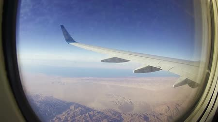 световой люк : Traveling by Air. View through Airplane Window