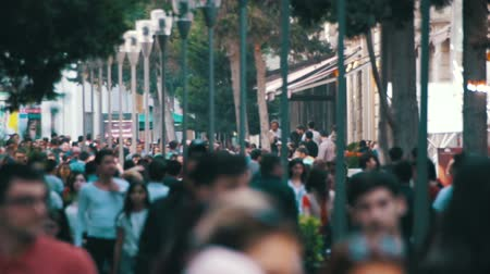sem camisa : Anonymous Crowd of People Walking on City Street in Blur. Slow Motion