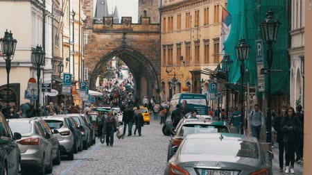 romanesk : Crowd of people walking on the streets of Prague, Czech Republic. Slow Motion
