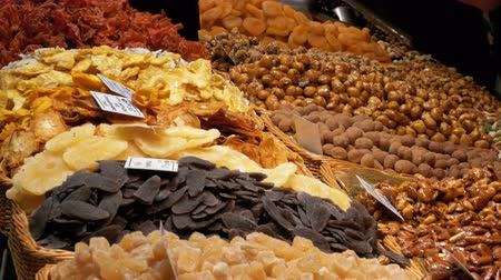 morele : Showcase with Dried Fruits and Nuts at a Market in La Boqueria. Barcelona. Spain Wideo