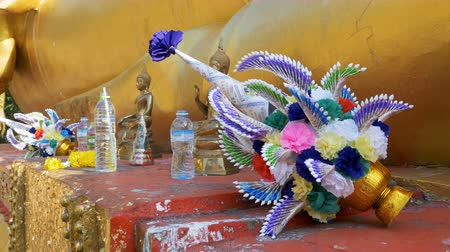 pozlacený : The offerings to the Statue of a large golden Buddha, Pattaya. Thailand