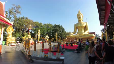 thai kültür : Temple of Big Golden Buddha, Pattaya. Thailand Stok Video