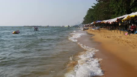 foreigner : Coastline of the beach. People bathe in the sea, water rides, wave beat on the sandy shore. Thailand. Pattaya.