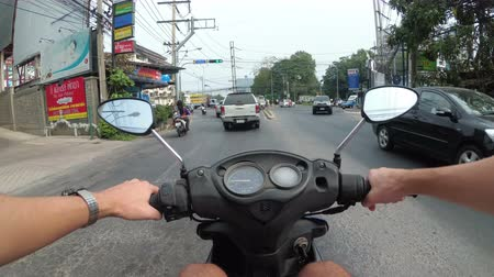 manubrio : In sella a una moto lungo l'Asian Road Traffic. Thailandia, Pattaya