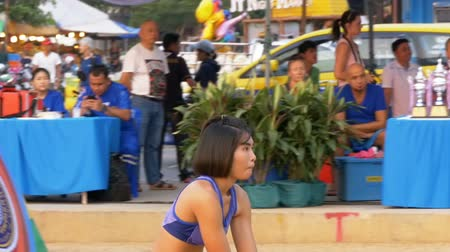kobieta fitness : Womens Beach Volleyball Championship in Thailand. Slow Motion Wideo